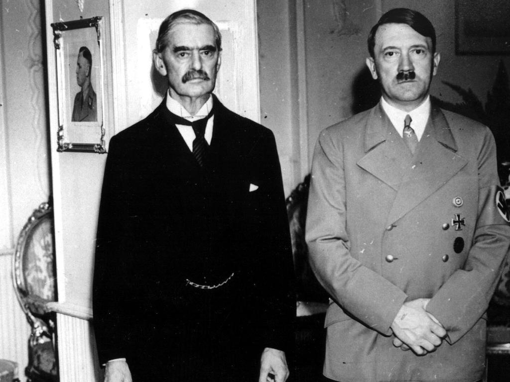 chamberlain and hitler 1938.jpg